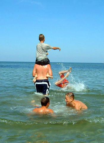 Wasserspiele: Reiterkampf Im Wasser